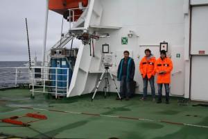 Das ROBEX Team startet den Hexacopter vom Helikopterdeck der Polarstern. Foto: Jonas Hagemann