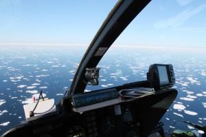Blick aus dem Helikopter während der Eiserkundung. Foto: Thorben Wulff