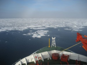 The Polarstern travelling towards the marginal ice zone. Photo: Franz Schroeter
