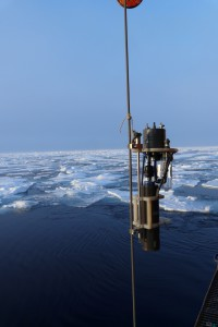 An in-situ-pump on its way to the deep ocean. Foto: Ronja Paffrath