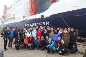32 students from 19 countries start their Polarstern-expedition from Bremerhaven to Cape Town. Photo: Folke Mehrtens