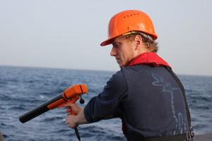 Deployment of XBT probe to measure Atlantic water temperature (°C). Foto: Birgit Heim