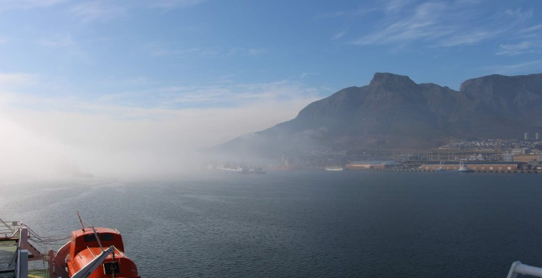 Polarstern in the morning in Cape Town, during (still) fairly good weather. Foto: Henrik Christiansen.