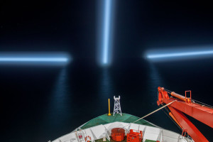 Polarsterns' ice-spot-lights searching for icebergs in the direct vicinity. Photo: Thomas Ronge