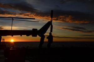 Frühmorgendlicher Arbeitsbeginn für das Hubschrauber Team nahe Kap Hoorn. (Foto: Alessa J. Geiger, Univ. Glasgow).