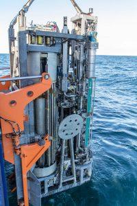 Das MeBo wird am Heck Polarsterns zu Wasser gelassen. Foto: Thomas Ronge