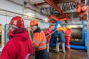 The geophysics working group during the deployment of the 600 m long hydrophone cable (streamer). Photo: Thomas Ronge