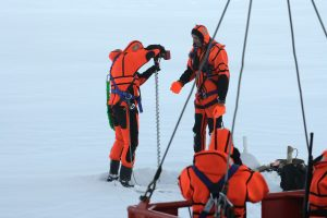 Measuring ice and snow thickness : Poke it with a stick