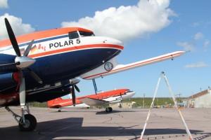 Polar 5 am Flughafen Inuvik. Foto: K. Kohnert