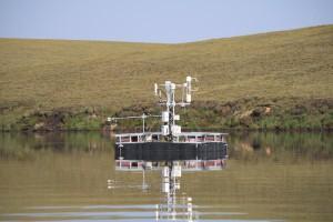 Das Eddy-Kovarianz-Floß auf einem See auf der Insel Kurugnakh. Foto: T. Sachs