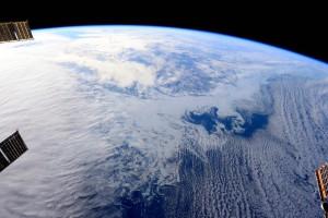 Wolken, Eis und Schnee - Astronaut Terry Virts schoss dieses Foto von Ost-Kanada aus der Raumstation Mitte Februar 2015. Bild: NASA (public domain)