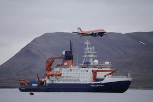 Polarstern und Polar 5 in Lonyearbyen. Foto: Thomas Krumpen